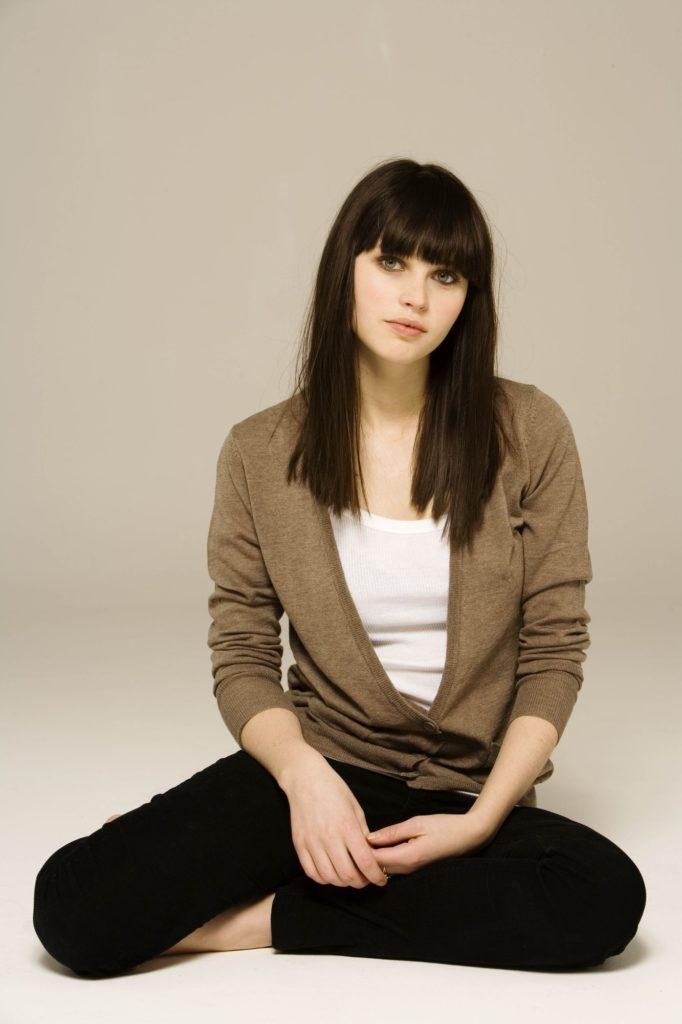 Felicity-Jones-Jeans-Wallpapers
