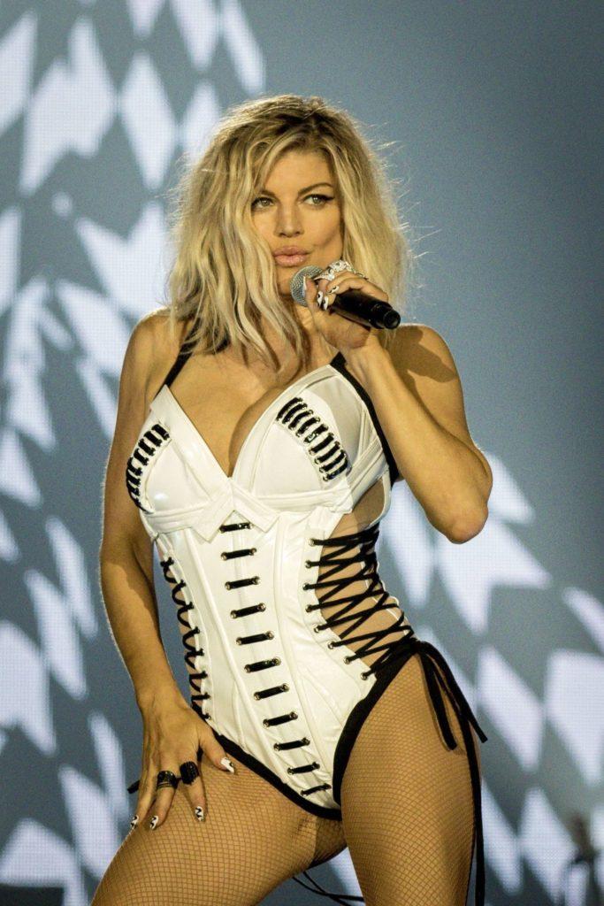 Fergie-Bathing-Suit-Images