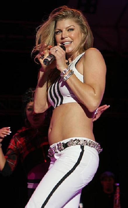 Fergie-Bra-Jeans-Photos