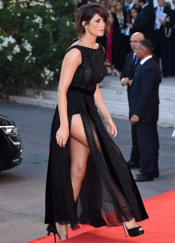 Gemma-Arterton-Butt-PHotos