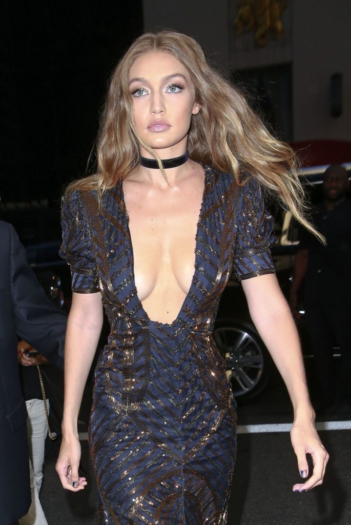 Gigi-Hadid-Topless-Wallpaeprs