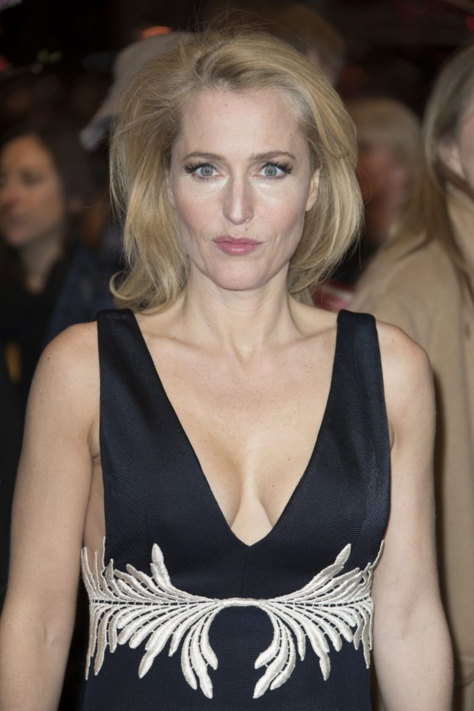 Gillian-Anderson-Braless-Images