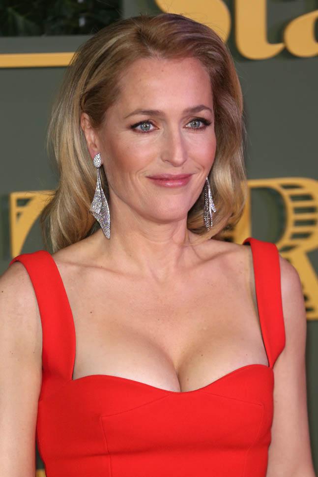 Gillian-Anderson-Breast-Pics