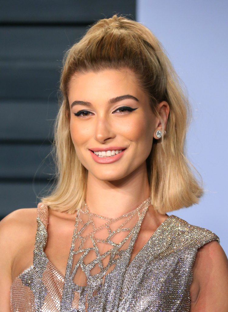 Hailey-Bieber-Smile-Pictures