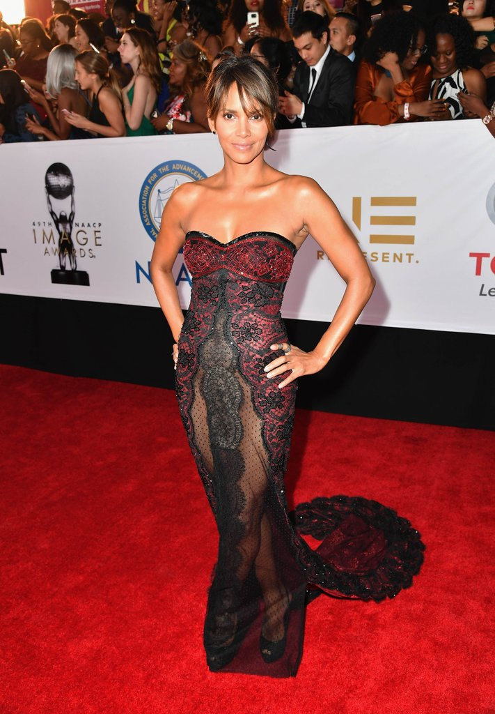 Halle-Berry-Gown-Wallpapers
