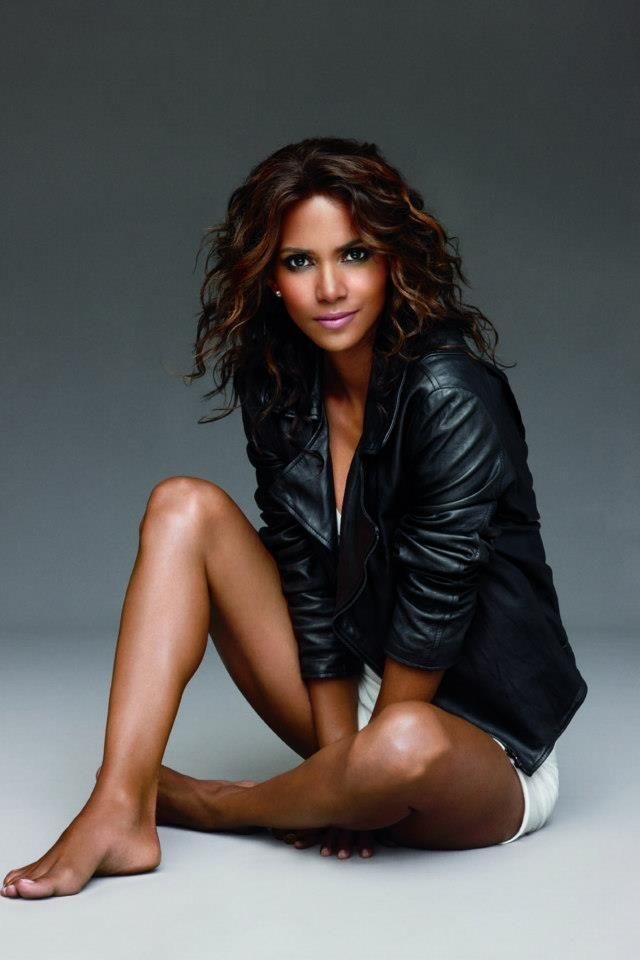 Halle-Berry-Sexy-Body-Images