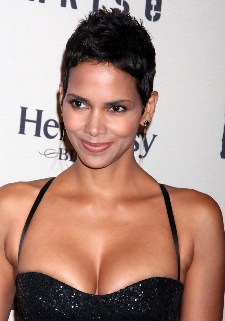 Halle-Berry-Topless-Body-Images