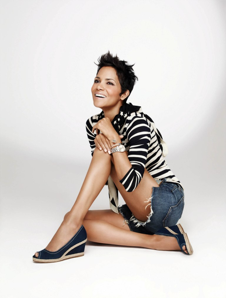 Halle-Berry-Yoga-Pants-Images