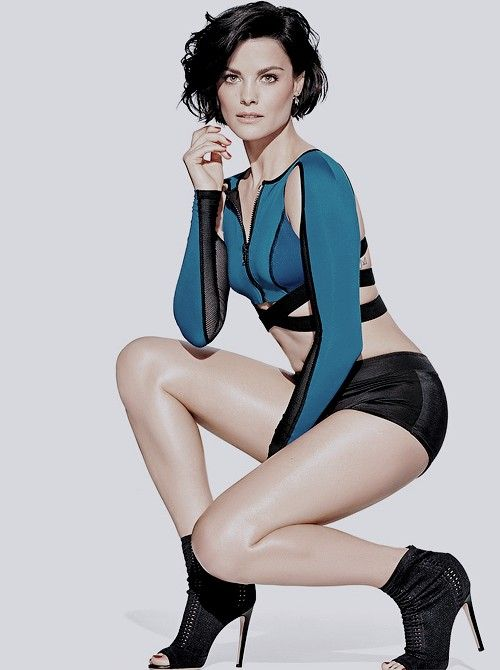 Jaimie-Alexander-Skirts-Pictures