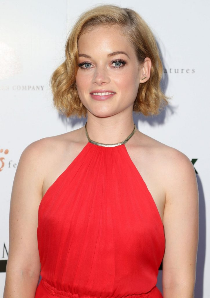 Jane-Levy-Skirt-Images