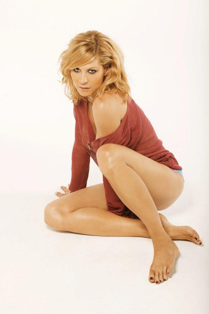 Jenna-Elfman-Bikini-Pictures