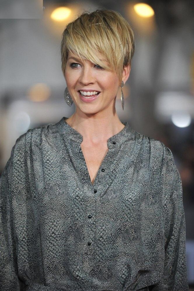 Jenna-Elfman-Cute-Photos
