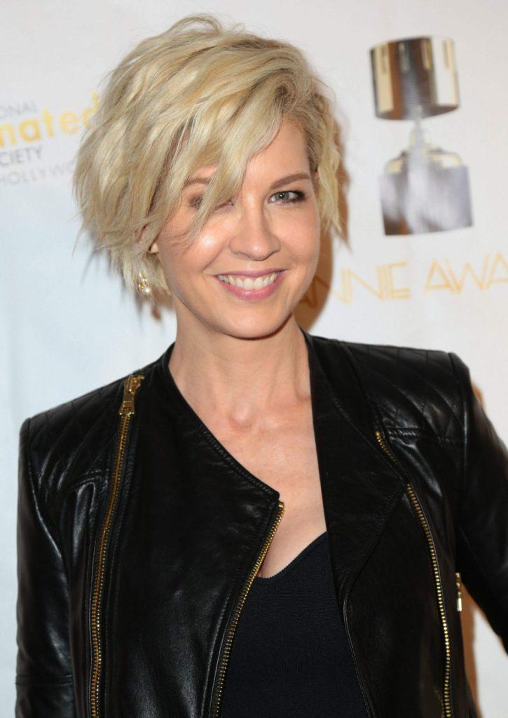 Jenna-Elfman-Hair-Style-Photos