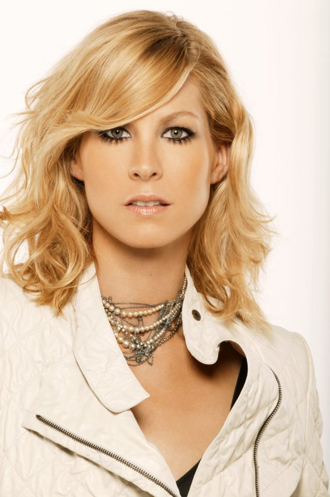 Jenna-Elfman-Haircut-Pictures