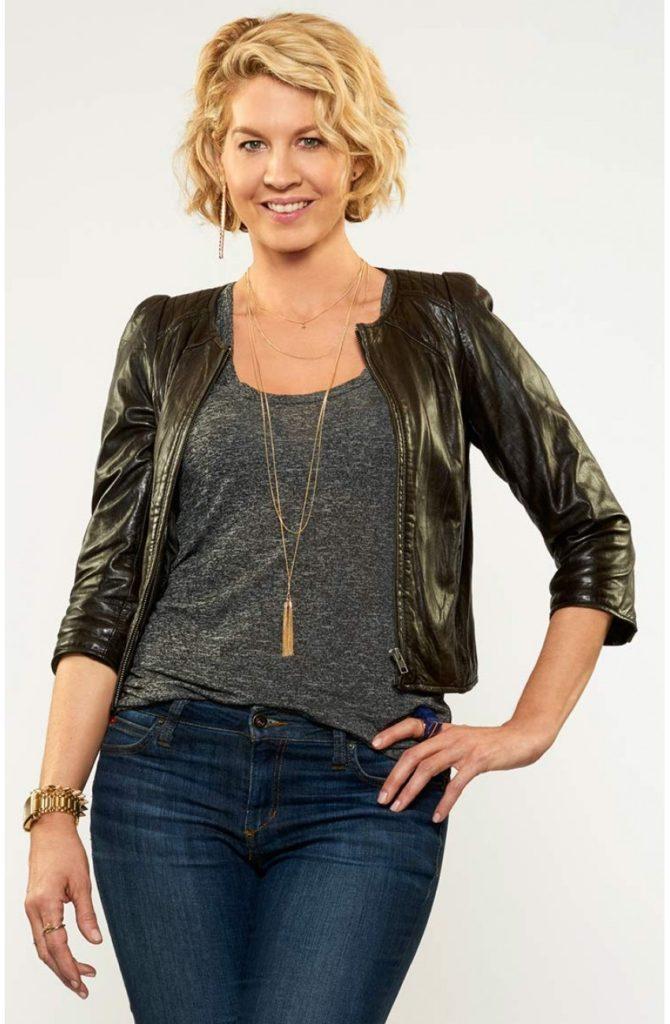 Jenna-Elfman-Jeans-Images