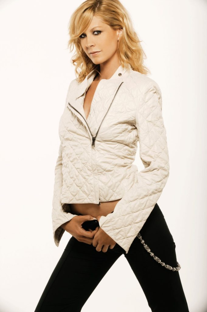 Jenna-Elfman-Leggings-Images
