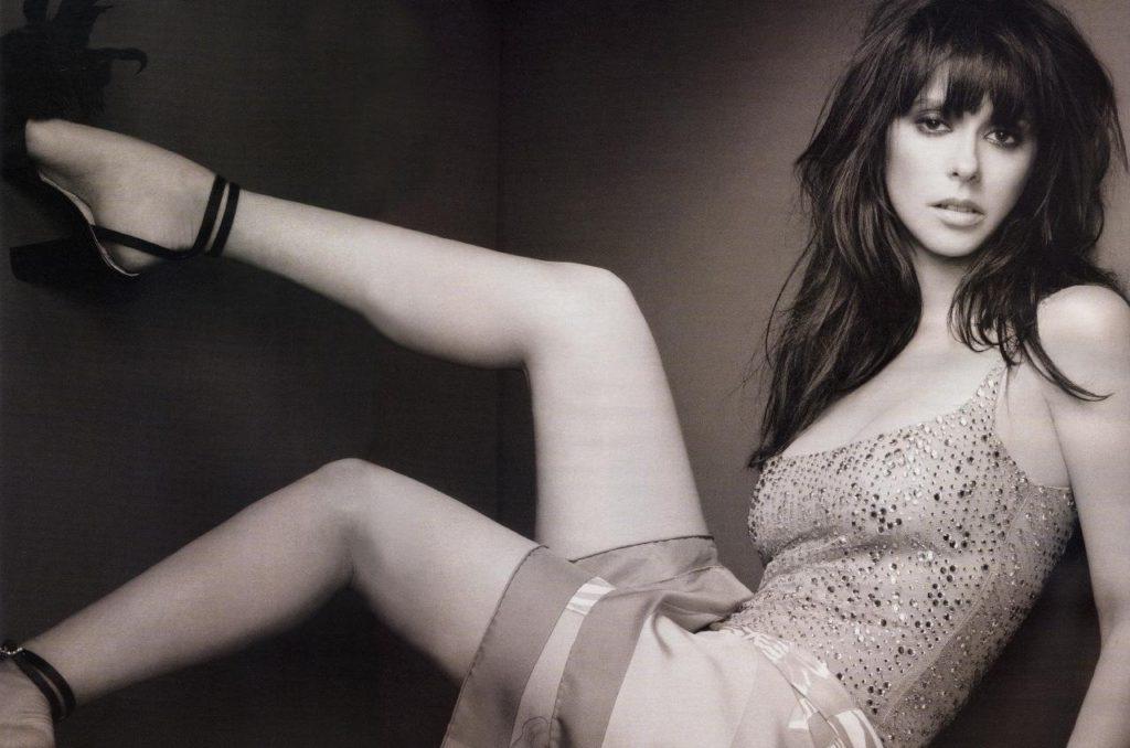 Jennifer-Love-Hewitt-Bikini-Images