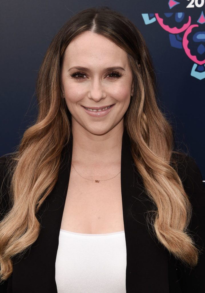 Jennifer-Love-Hewitt-Hair-Style-Pics