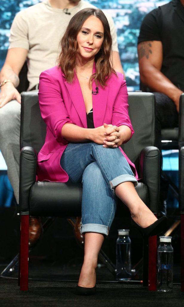 Jennifer-Love-Hewitt-Jeans-Images