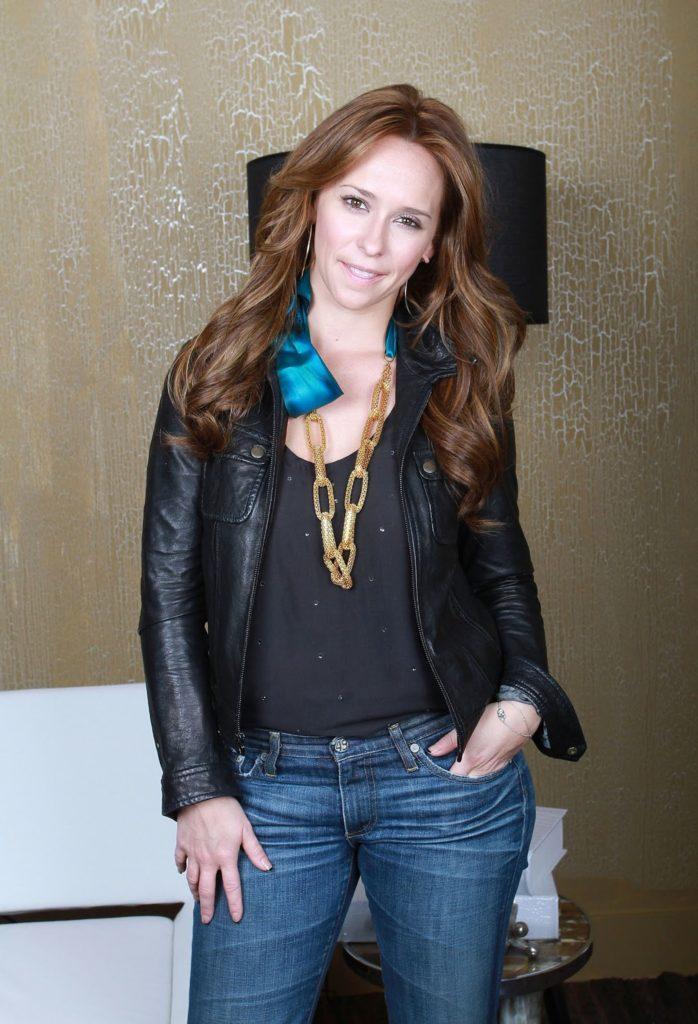 Jennifer-Love-Hewitt-Jeans-Wallpapers