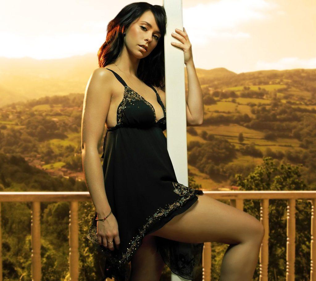 Jennifer-Love-Hewitt-Lingerie-Images