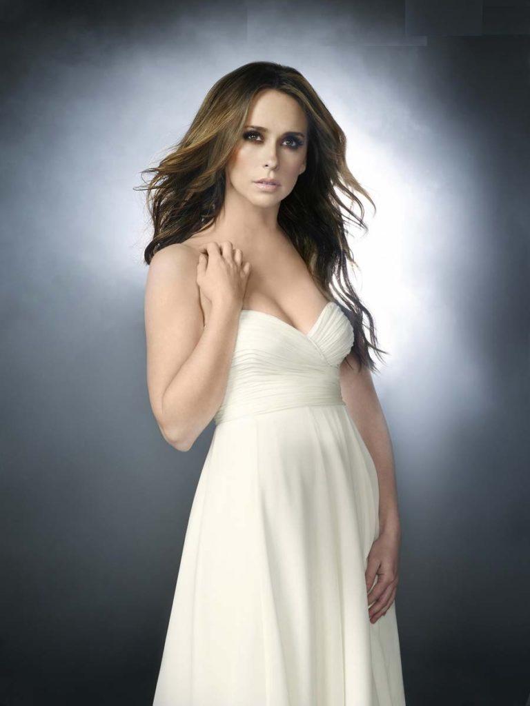 Jennifer-Love-Hewitt-Muscles-Images