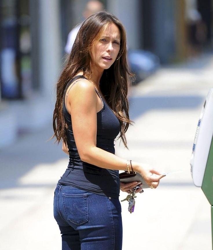 Jennifer-Love-Hewitt-Sexy-Butt-Images