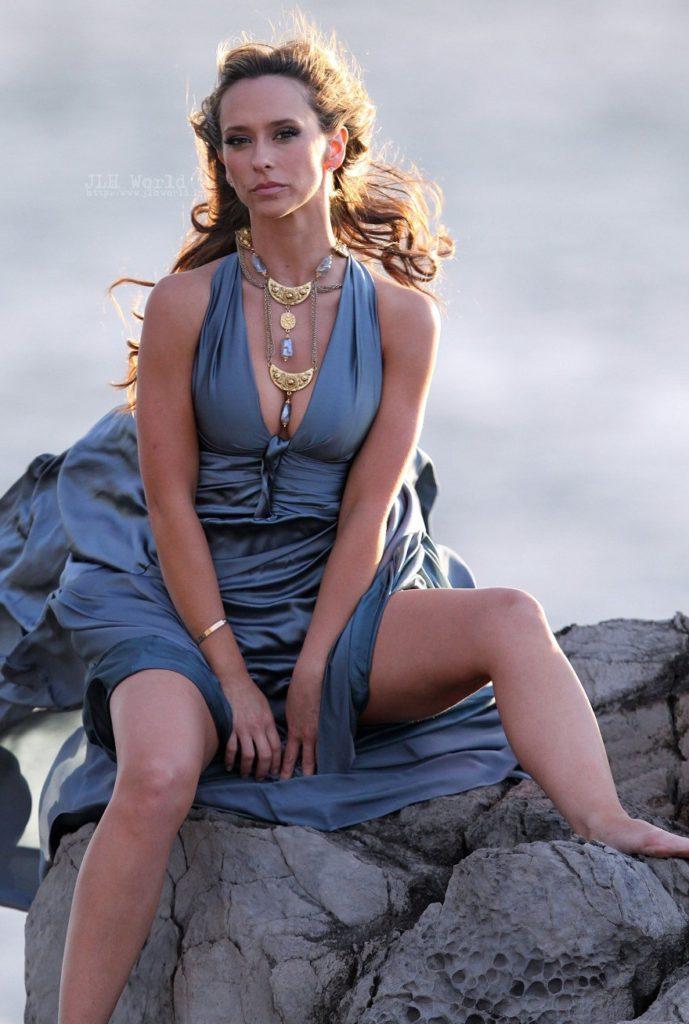 Jennifer-Love-Hewitt-Swimsuit-Photos