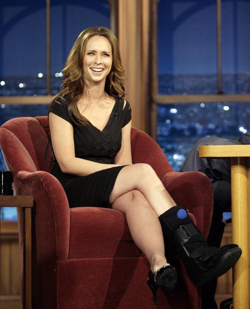 Jennifer-Love-Hewitt-Thighs-Photos