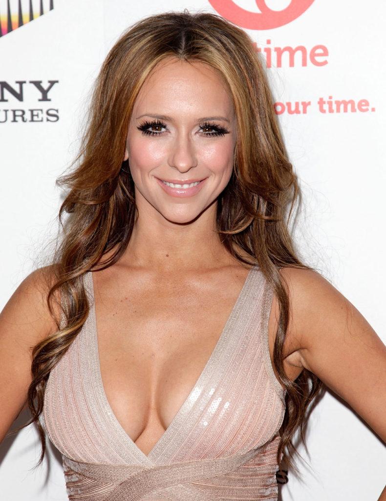 Jennifer-Love-Hewitt-Topless-Images