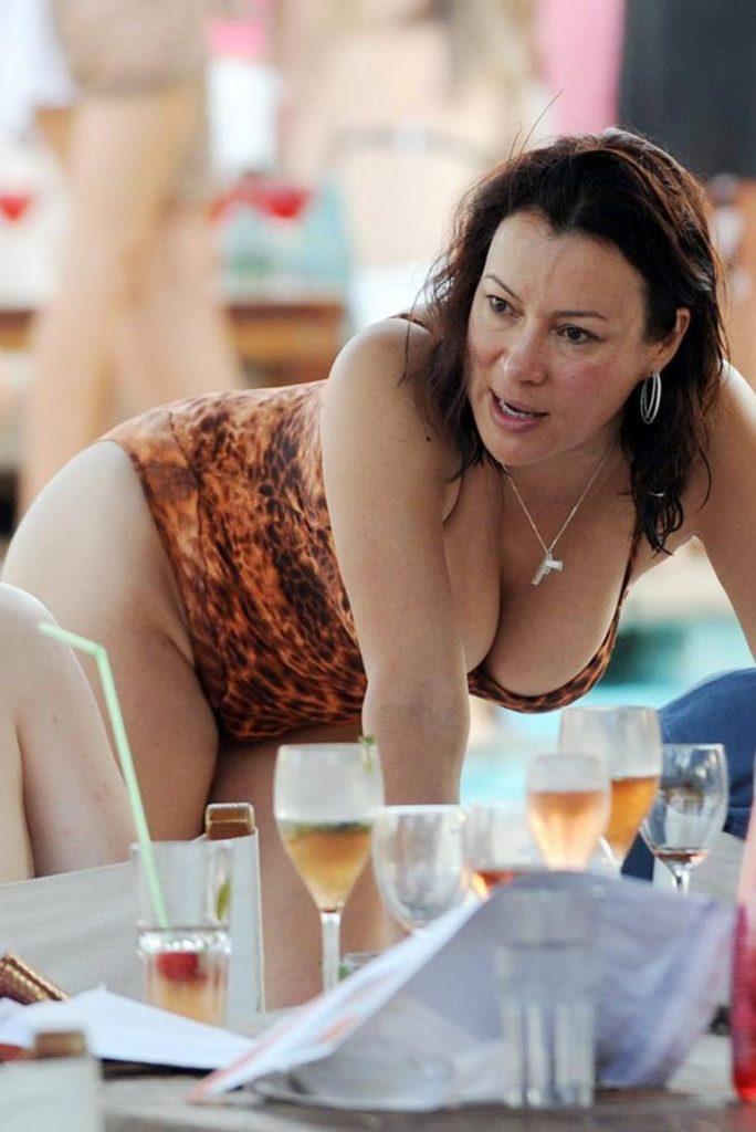 Jennifer-Tilly-Bikini-Images