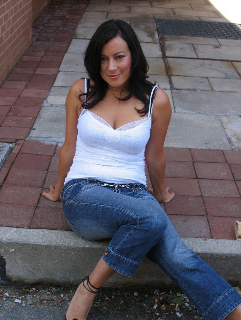 Jennifer-Tilly-Feet-Images