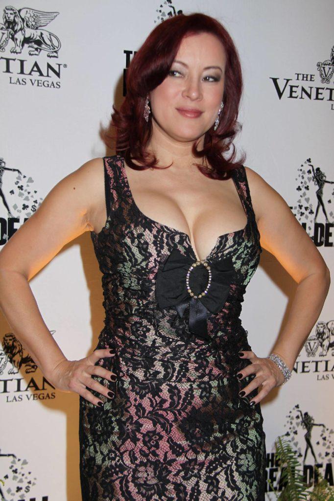 Jennifer-Tilly-Muscles-Images