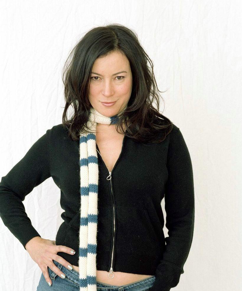 Jennifer-Tilly-Navel-Images