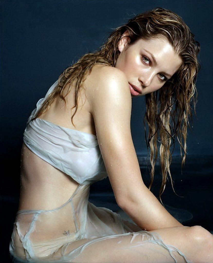 Jessica-Biel-Bikini-Bra-Images