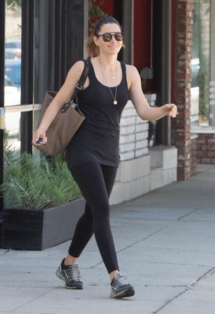 Jessica-Biel-Leggings-Pictures