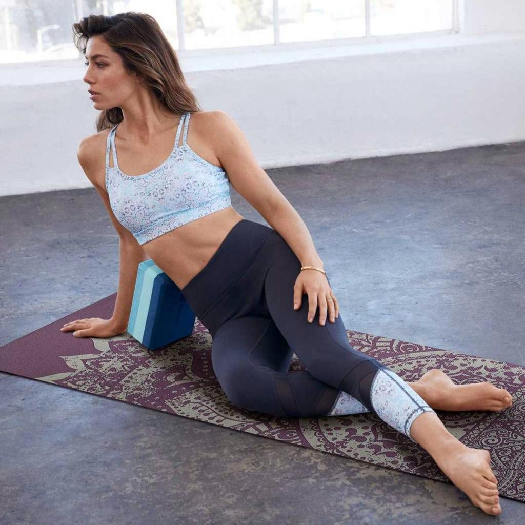 Jessica-Biel-Yoga-Pants-Images