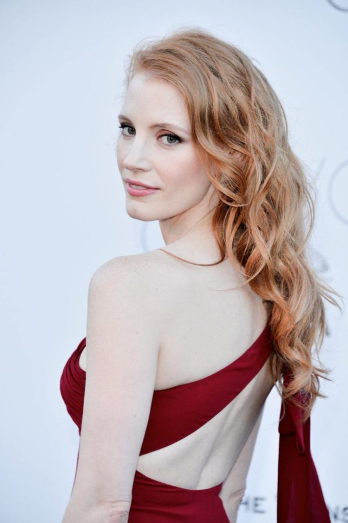 Jessica-Chastain-Backless-Clothes-Images