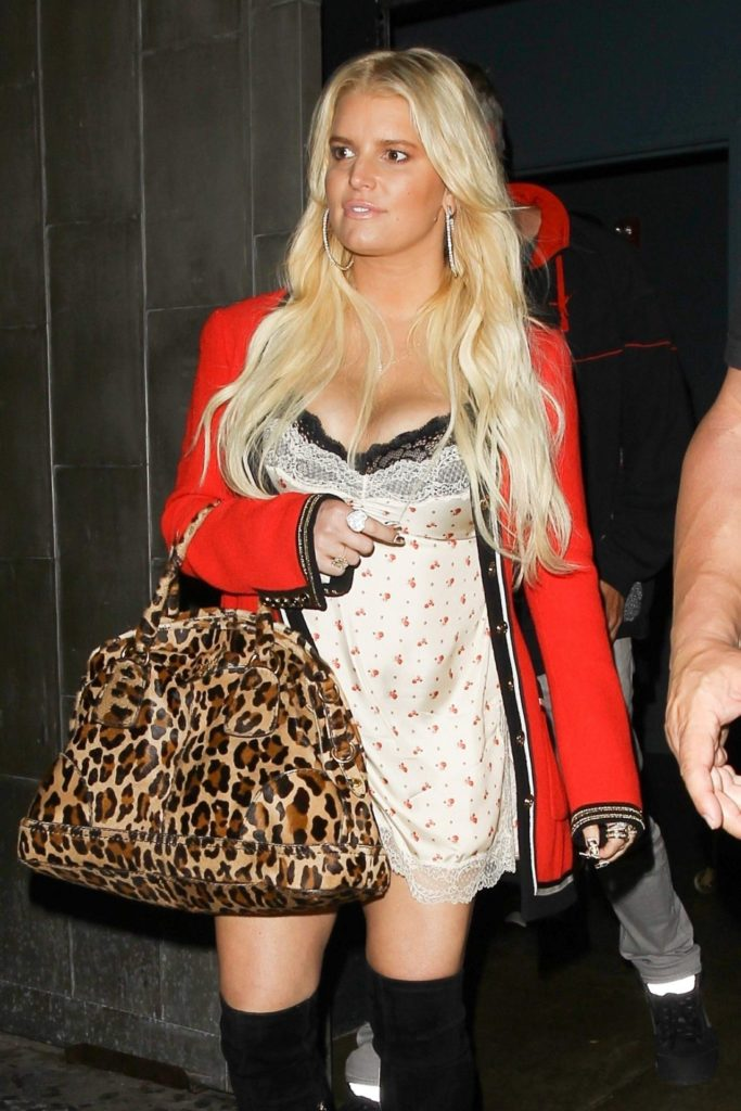 Jessica-Simpson-Thighs-Images