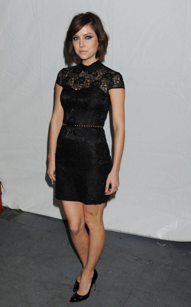 Jessica-Stroup-Thighs-Photos