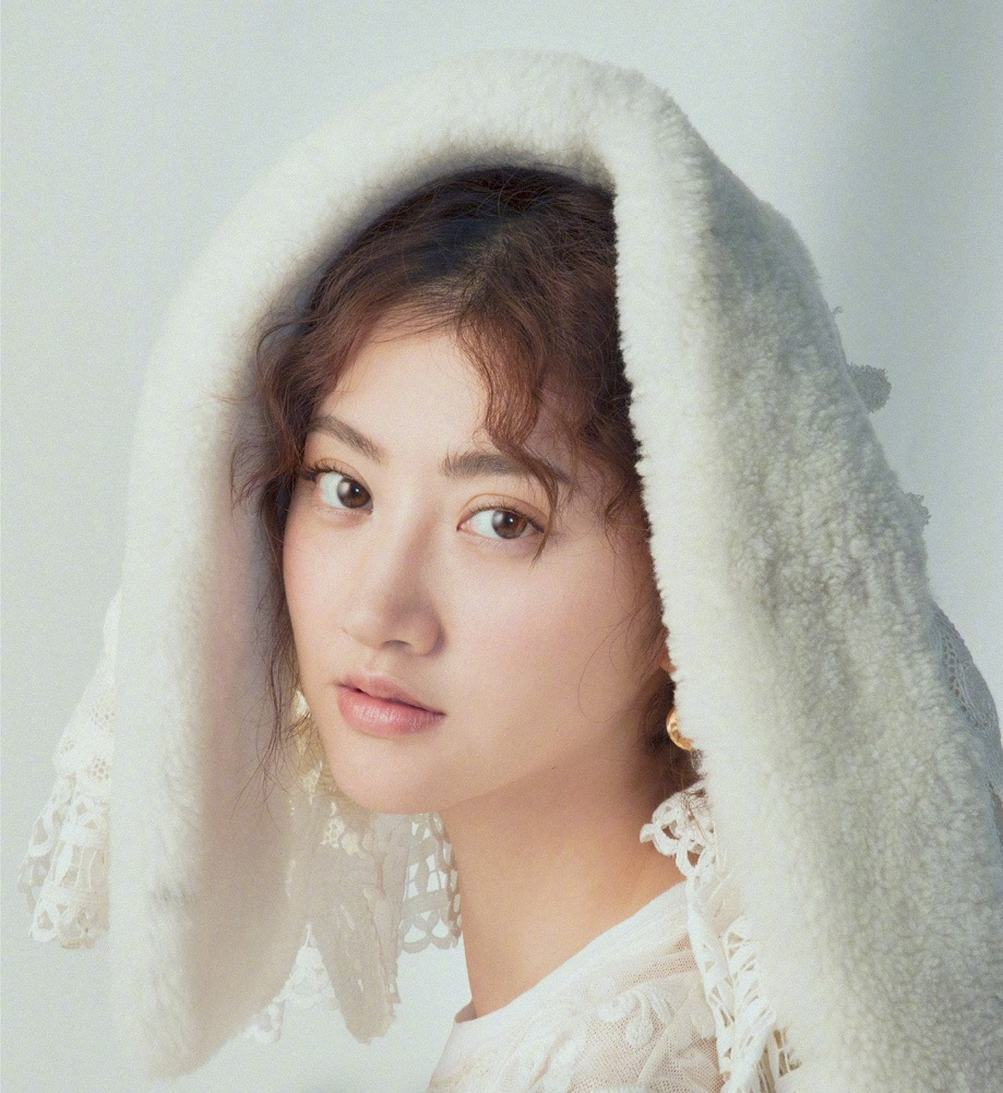 Jing-Tian-Sexy-Lips-Photos