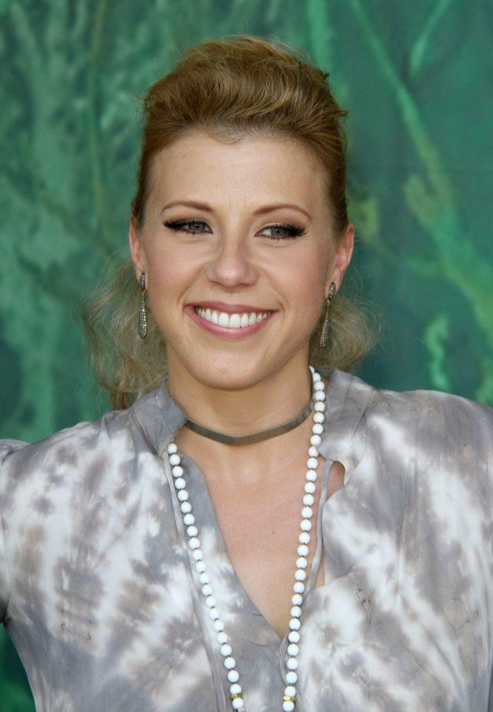 Jodie-Sweetin-Smile-Photos