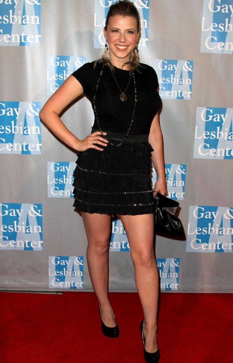 Jodie Sweetin Hot Sexy Pictures Will Make You Melt Like An