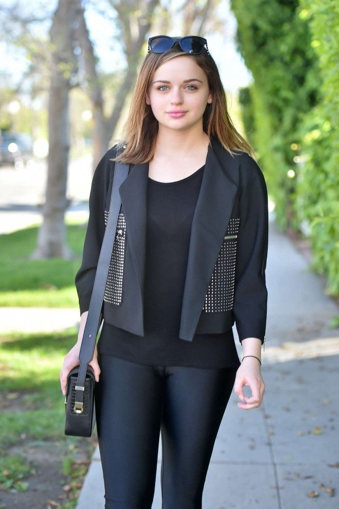Joey-King-Jeans-Images