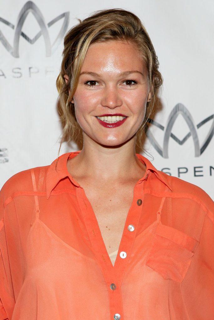 Julia-Stiles-Cute-Smile-PIcs