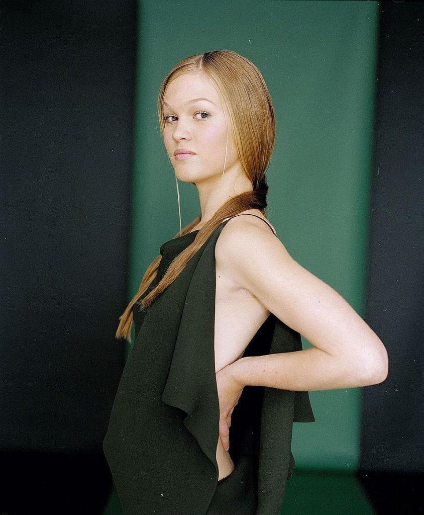 Julia-Stiles-Sexy-Lingerie-Images