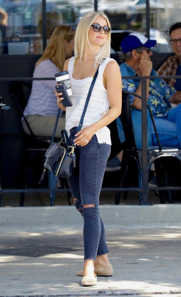 Julianne-Hough-Sexy-Jeans-Photos