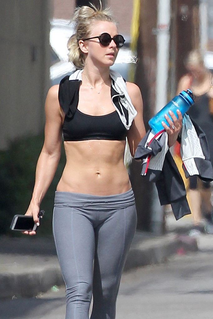 Julianne-Hough-Workout-In-Yoga-Pants-Photos