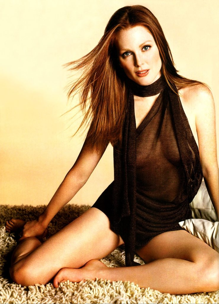 Julianne-Moore-Bikini-Images