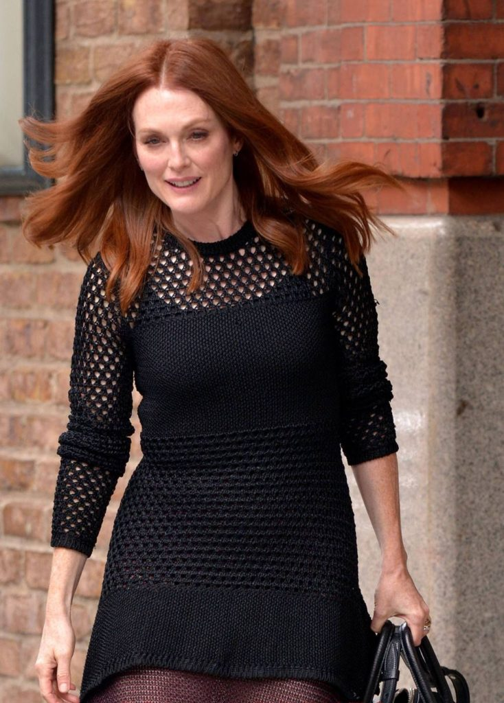 Julianne-Moore-Stocking-Pictures